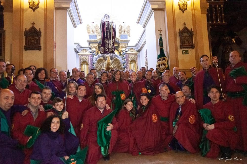 Galería de imágenes de la madrugada del Viernes Santo 2019 en el interior de la iglesia de El Salvador